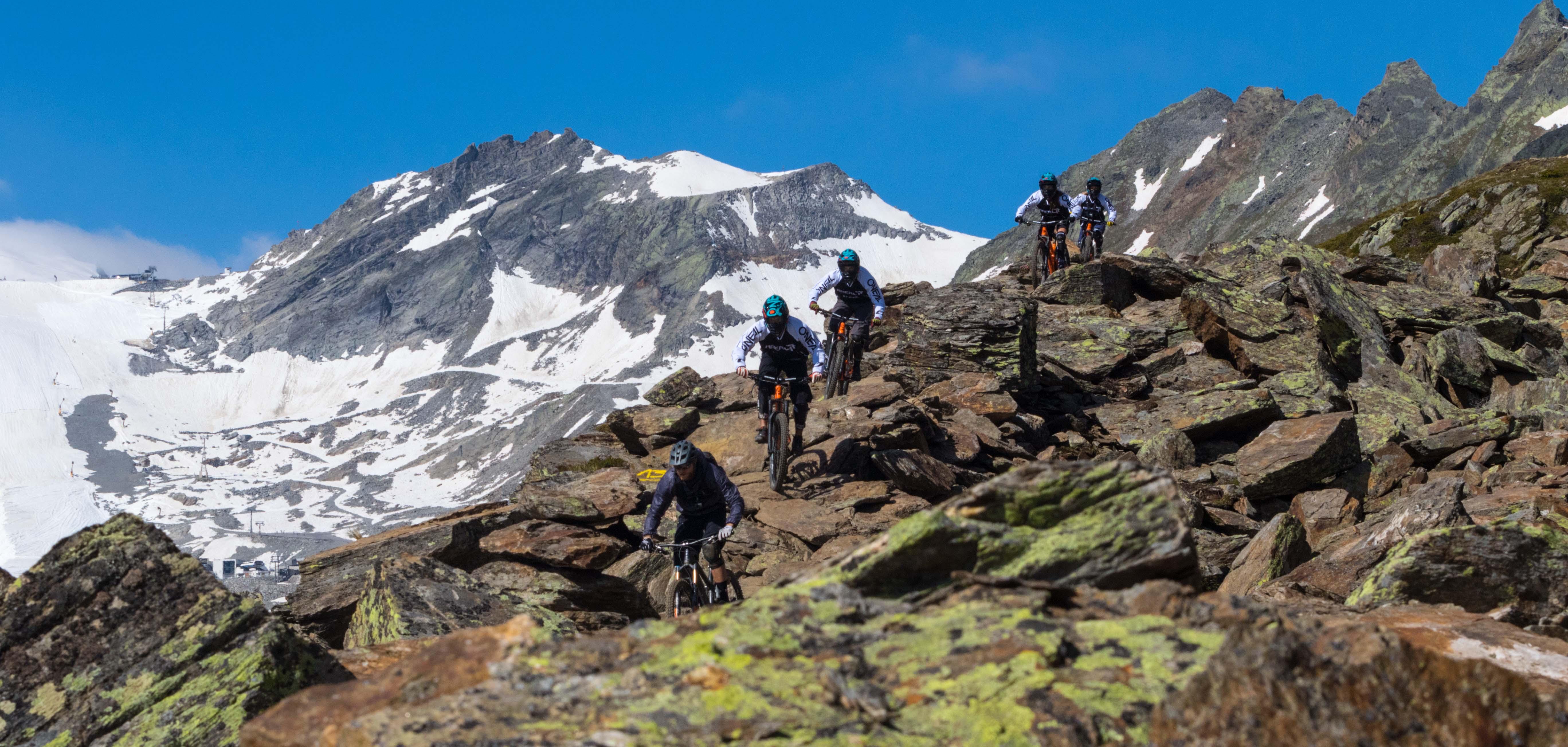 Mountainbike und Motocross mit der AREA 47